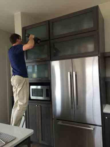 cabinet-hardware-install
