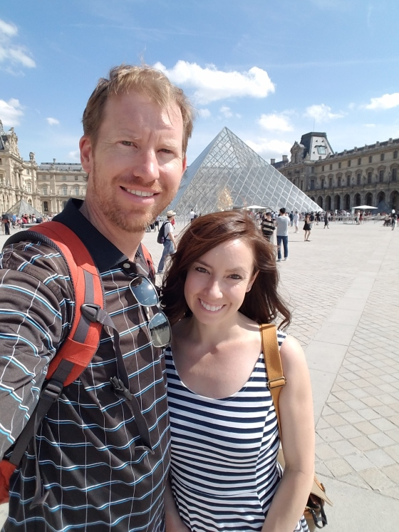 paris louve selfie